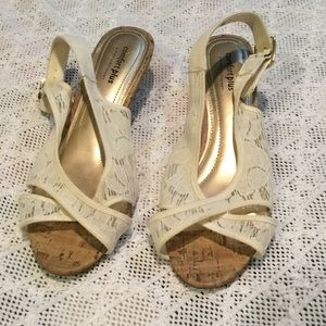 3 for $15 💥 8.5 W Sandals  COMFORT PLUS